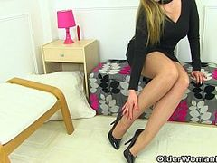 British Babes Fuck, British Matures, Cougar Blowjob, Hot MILF, Hot Pants, mature Women, milfs, Nylon, Pantyhose, Very Tight Pussy, UK, gym, Yoga Pants, Aged Slut, British Homemade Mature, English, Hot Mom, Amateur Milf Perfect Body
